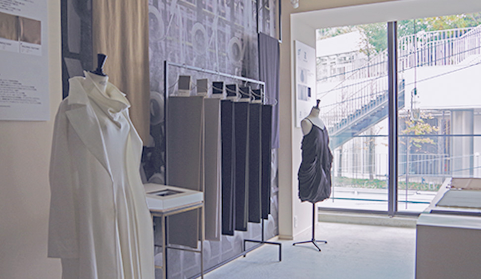 KAJIF KAJIF library opened recently in Minami-Aoyama, Tokyo. Here you can experience our high-quality synthetic fabrics.
